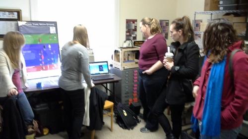 Lauren Volkers demonstrates the NextEngine Desktop 3D scanner to our VDHR visitors.