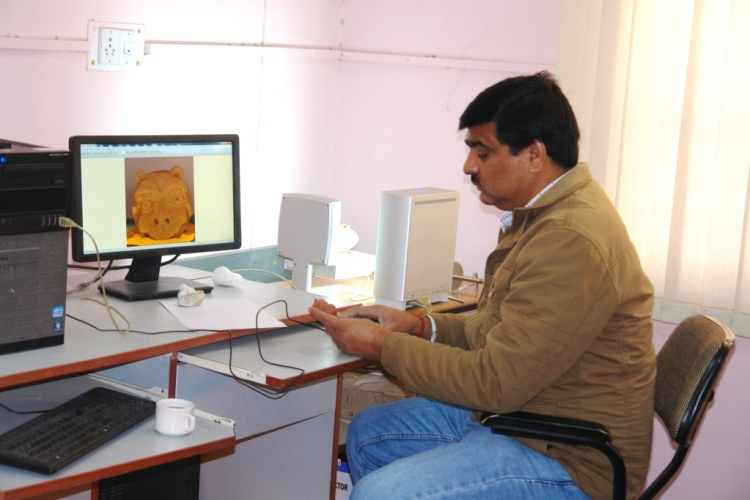 Mohan Naithan 3D scanning a Terracotta figure dating to 300 BC from the Himalayas. Courtesy of Dr. Vinod Nautiyal.