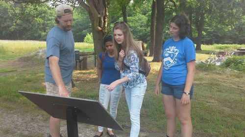 Fairfield Foundation's Thane Harpole discusses the Fairfield Plantation site with Shonalika, Zoe, and Sarah