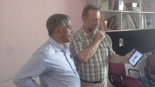 Vinod and I examine a 3D scan.