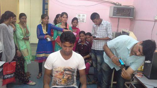 bkm_mohan 3D scanning student.jpg